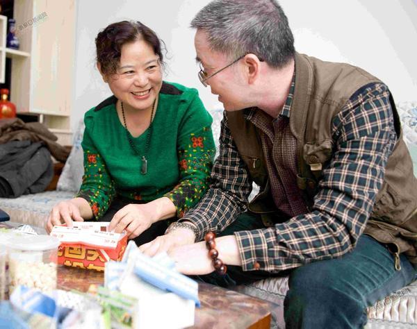 一对勤俭持家夫妇的低碳生活 刘学广(右)、陈谊(左)夫妇。