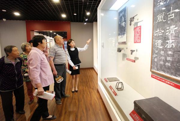 博物馆日 图为市民在展厅参观。和颖 赵萧萧摄