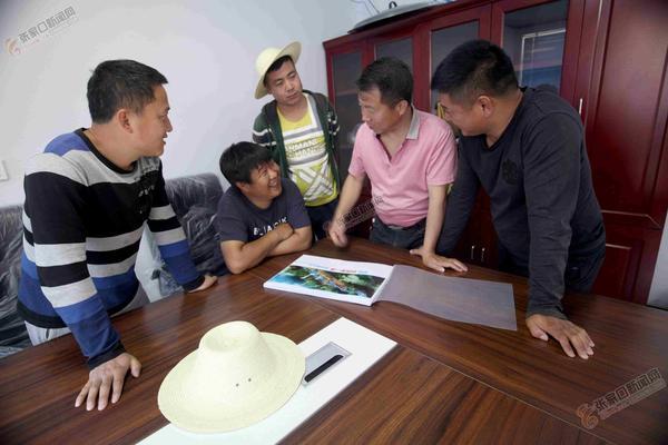 """赤崖堡村打造""""华北第一漂"""" 杨新文、姚洪等人一块研究建设""""华北第一漂""""。"""