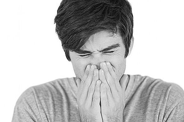中医支招应对过敏性鼻炎 刚过立秋,许多过敏性鼻炎的患者就出现了异常反应,鼻塞,头痛,晚上睡不着觉,白天打起喷嚏就停不下来。 那么,我们该如何拯救一下过敏的鼻子呢?