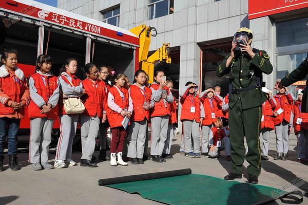 """【记者节】""""小记者"""":为学生打开一扇精彩的门"""