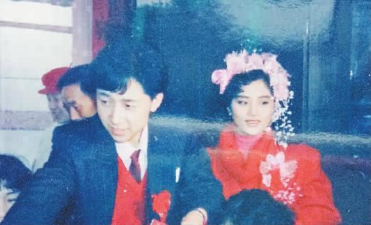 好公婆好儿媳 儿子儿媳当年结婚的照片