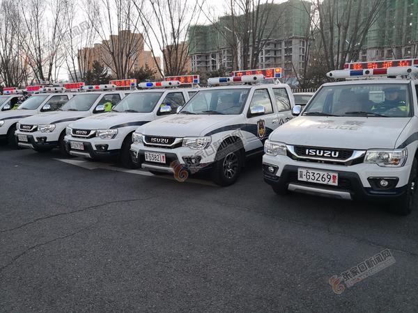 8辆综合巡逻智能采集警用车上岗   8辆综合巡逻智能采集警用车辆正准备出发执行任务。 孙媛 摄