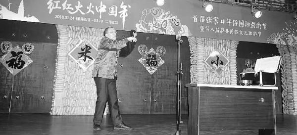古稀老人王玉泉:耍把式助力蔚县年俗旅游 王玉泉在表演。 王志刚 摄