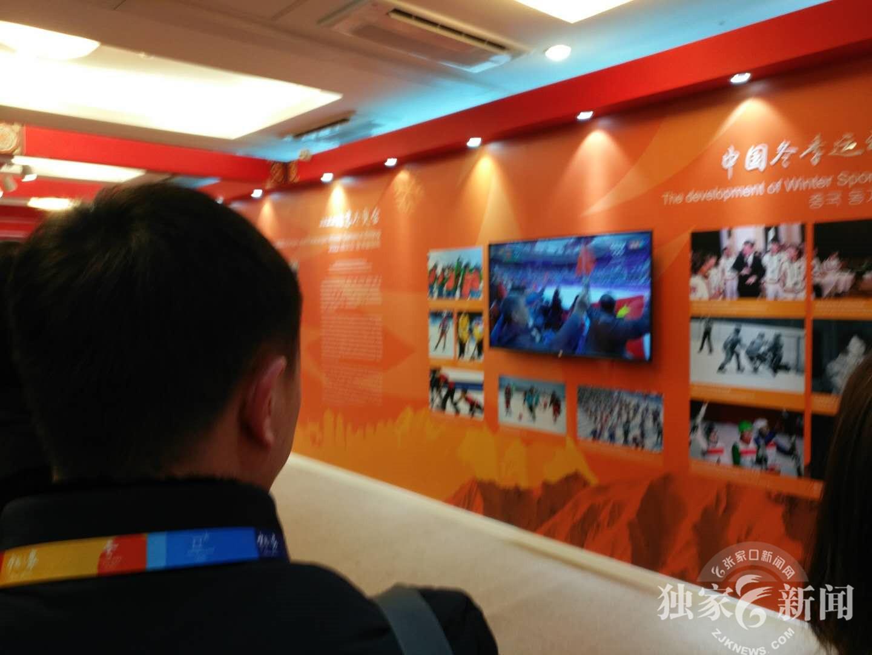访问中国直家时,恰逢花样滑冰比赛中国选手隋文静韩聪出场,代表团在中国之家通过电视直播见证刘平昌冬奥会中国代表团第二枚银牌