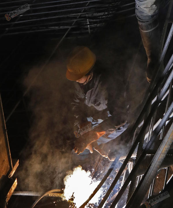节日中的京张铁路太子城隧道施工现场