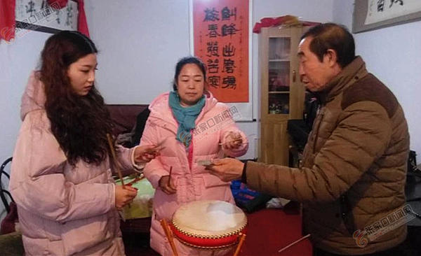 苏锦合:30年后重拾蔚州大鼓年俗 苏锦合教授蔚州大鼓技艺。