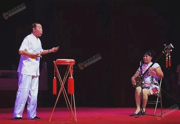 苏锦合:30年后重拾蔚州大鼓年俗 苏锦合演出蔚州大鼓。