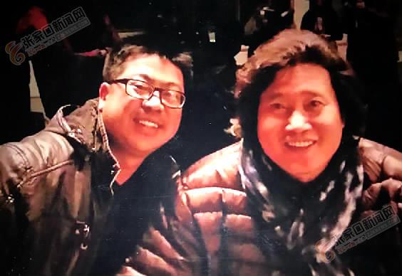 音乐为幸福生活加码 刘春海 (左) 与男高音歌唱家戴玉强 (右) 合影。