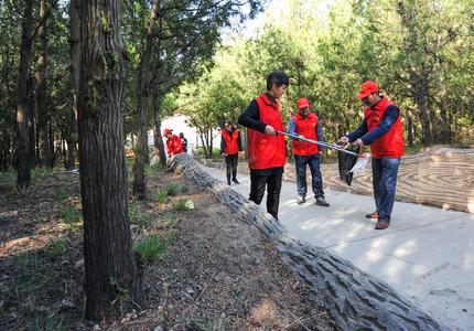社区志愿者 登山环保行