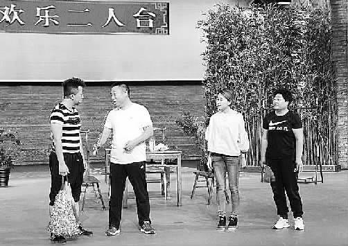 张北百灵二人台艺术团再登央视舞台 魏占举表演张北二人台。