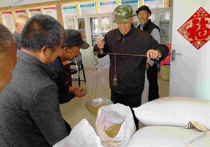 900公斤莜麦种赠给101户贫困户