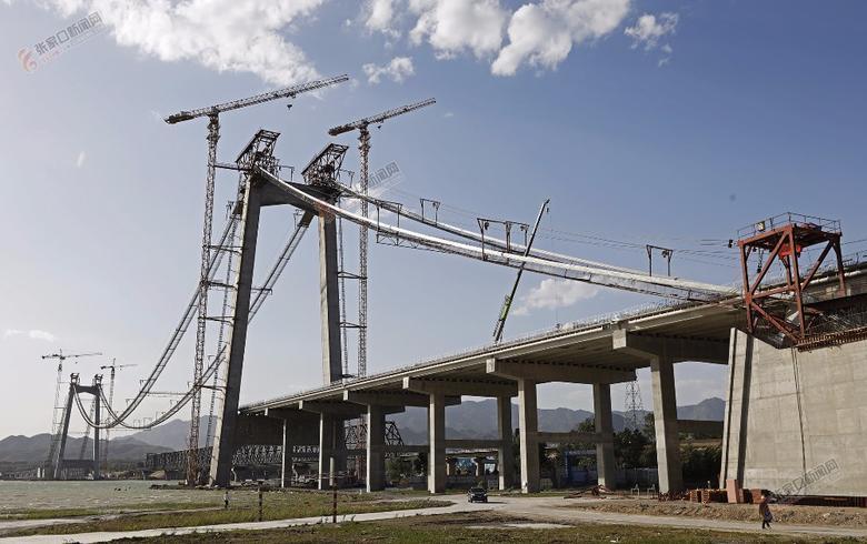 官厅水库公路大桥稳步推进