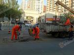 桥东市政处修复坑洼路面