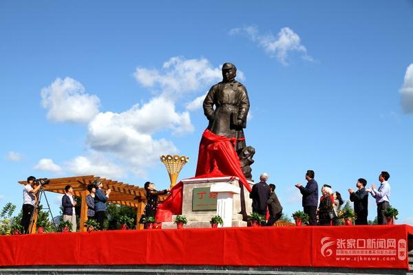 涿鹿县举行丁玲铜像揭幕仪式