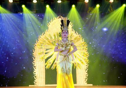 北京市让爱飞翔残疾人艺术团来涿鹿演出