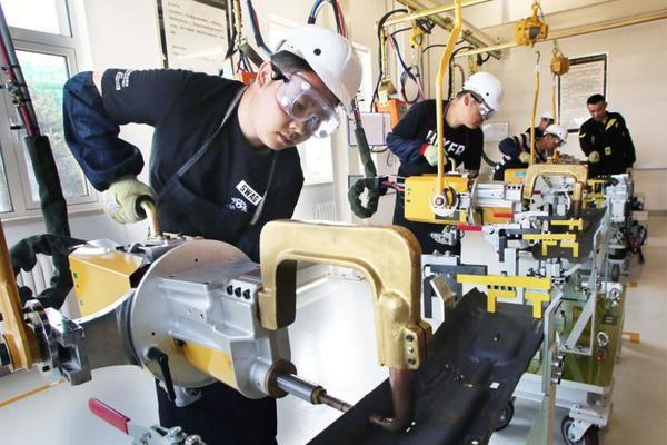 """""""工匠精神""""铸就行业标杆品牌 领克学院培养汽车工业专业岗位技术人才。"""