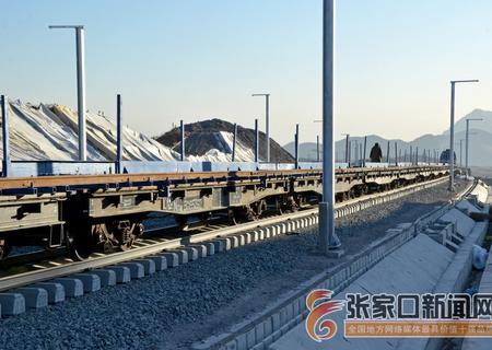 崇礼铁路钢轨跨越高速路