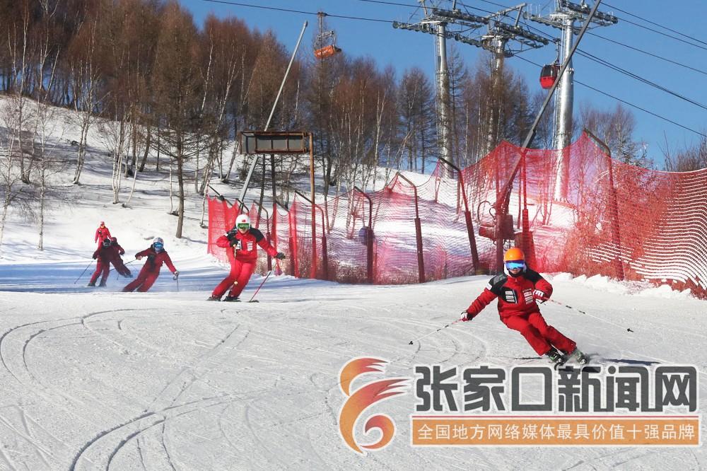冰雪运动和冰雪产业发展齐头并进
