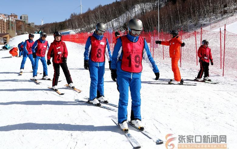 开元棋牌网站:滑雪训练 培养残疾人滑雪人才