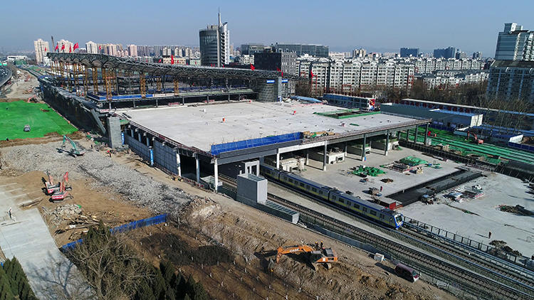 北京地铁13号线成功拨入京张高铁清河站