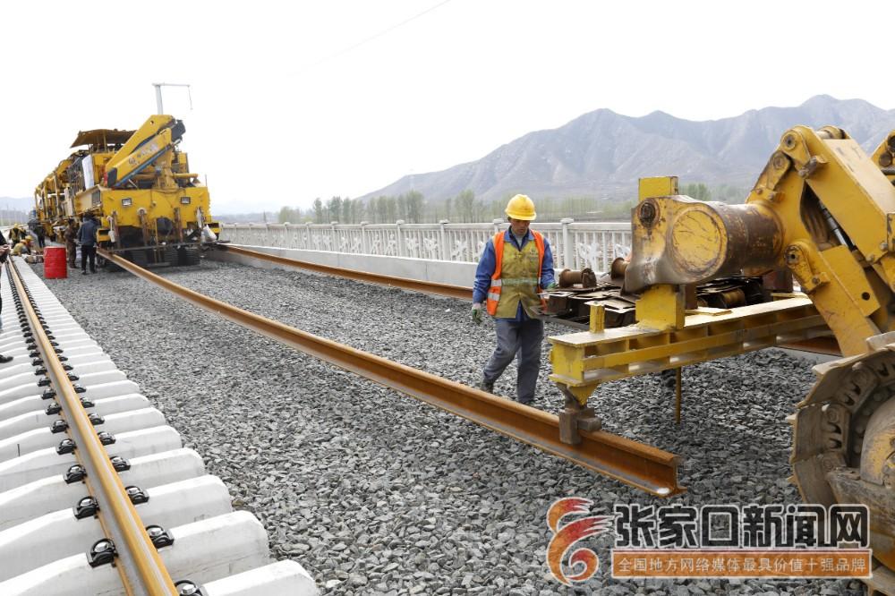[相约冬奥]京张高铁和崇礼铁路铺轨工程完成三分之二