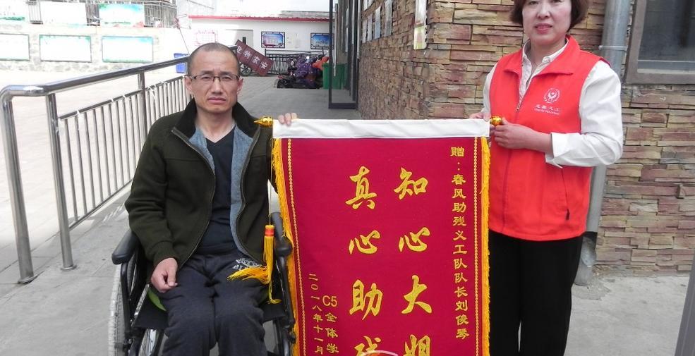 【迎冬奧盛會 創文明城市】劉俊琴:拄著拐杖做公益
