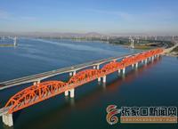 京張高鐵官廳水庫特大橋鋪軌完成