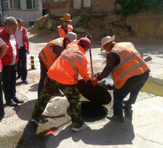 土尔沟社区与桥东市政处疏通溢污井获赞