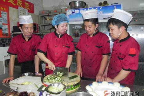 農家女王芳:打造張垣特色餐飲文化