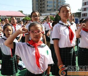 红领巾相伴校园礼仪