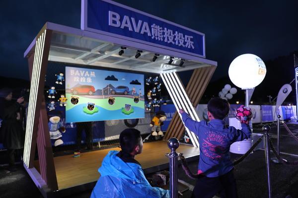 2019 BMW越山向海人车接力中国崇礼鸣枪起跑 小朋友玩游戏