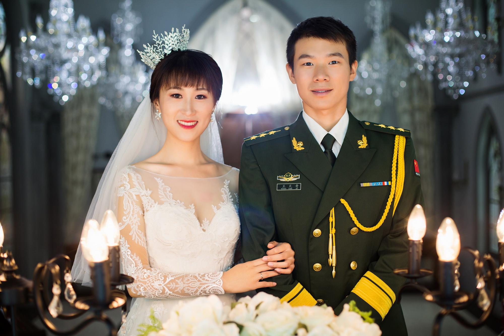 七夕·与妻说 | 最美的爱情 是军装配婚纱!