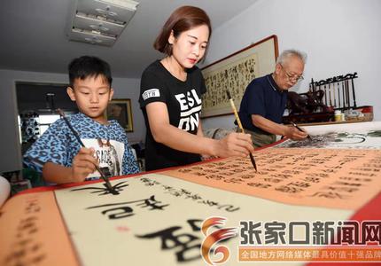 祖孙三代共绘20米宣化葡萄书画长卷