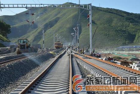 崇礼铁路太子城车站站场铺轨完工
