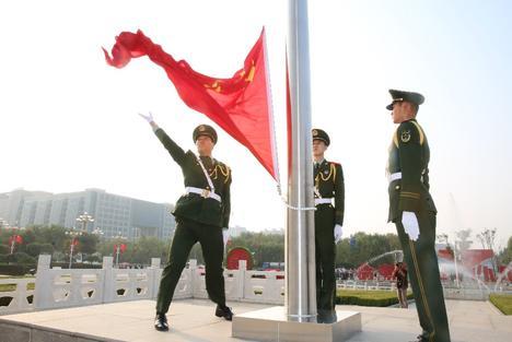 今天是你的生日,生日快乐!我们爱你中国!
