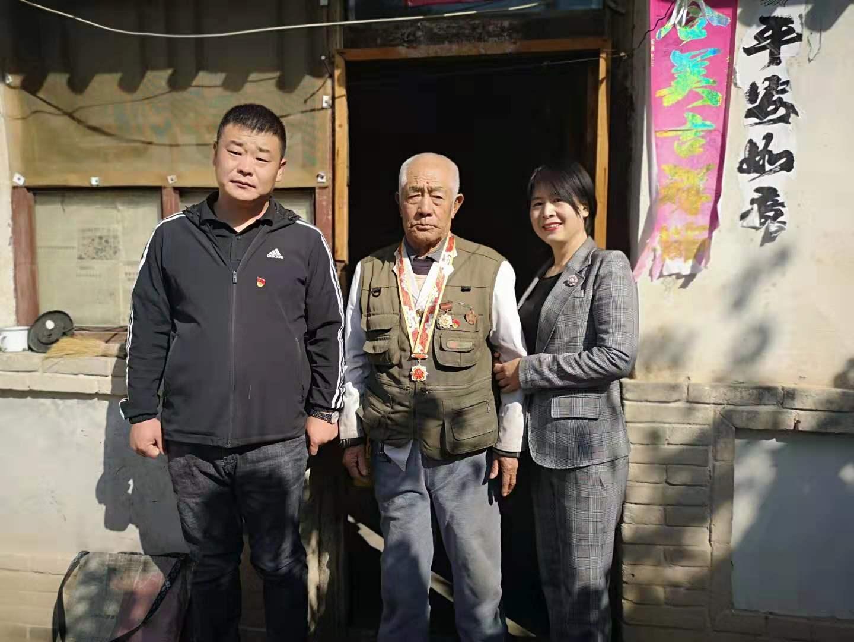 华夏保险张家口中心支公司开展重阳慰问活动