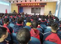 市青少年科技创新讲座在宣化四中启动