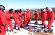 张家口崇礼:万龙滑雪场今日开滑