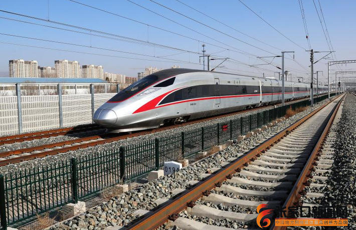 京张高铁智能动车组上线联调联试运行安全平稳