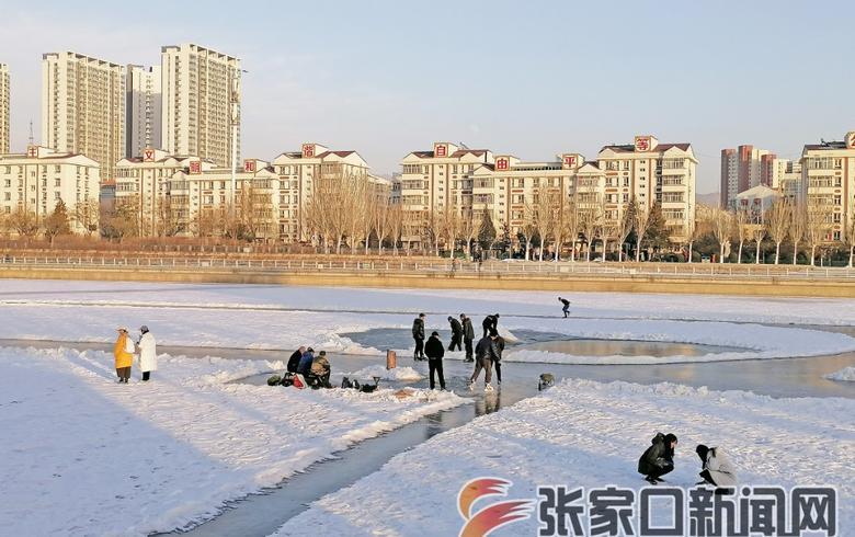 冰上玩耍危险
