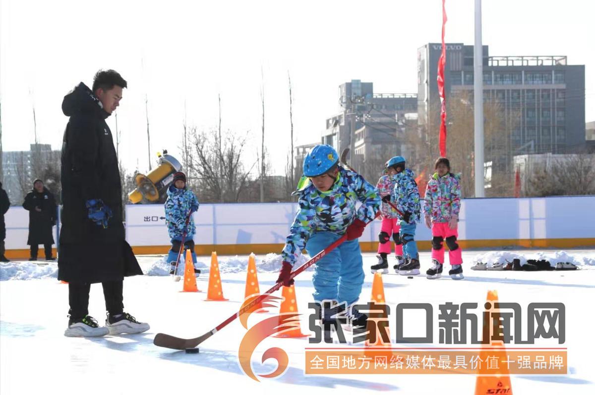 """张家口第四届学生冰雪运动会在经开区""""冰之梦""""冰场开赛"""