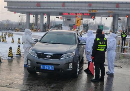 经开区医护人员24小时值守高铁站高速路口进行发热筛查