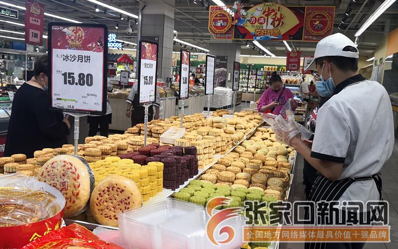 中秋节前月饼热销