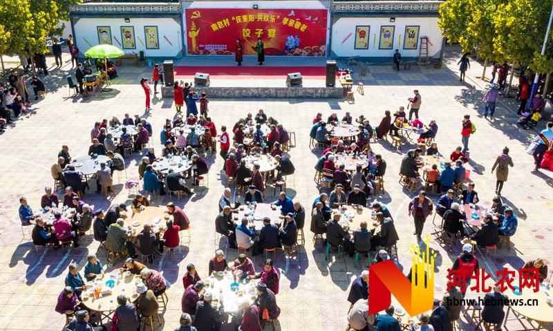 河北石家庄:举办庆重阳孝亲敬老饺子宴