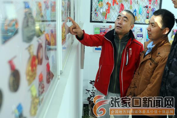 张辉:纪念奖牌讲述跑遍中国的故事