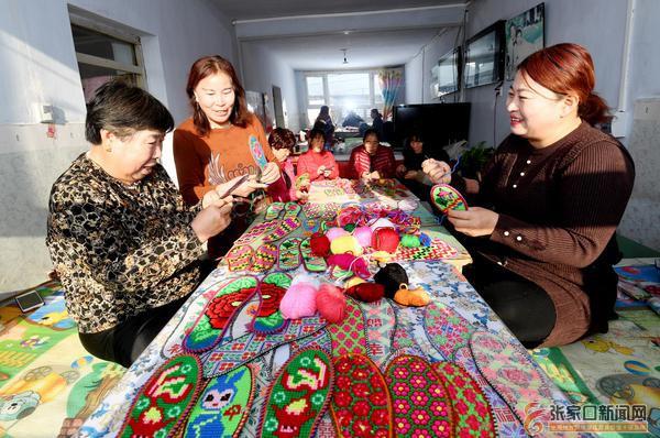 农闲手工刺绣促增收