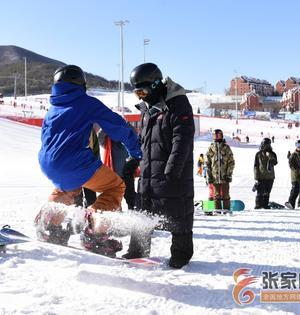 张家口:雪场训练忙
