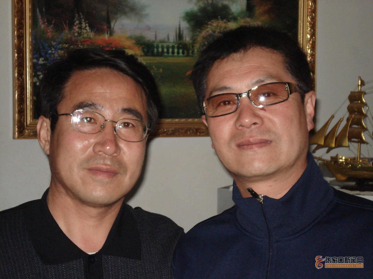 坝上草原走来的舞者 杭先生(右)与本文通讯员白宝先生。